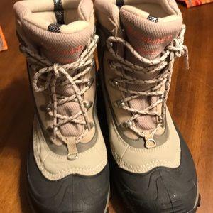 Like new Columbia Omni heat boots!!!